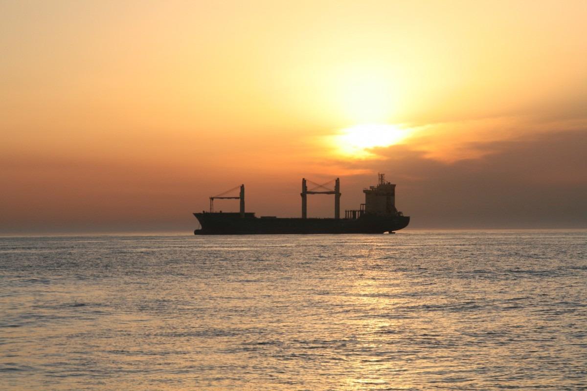 Containerschiff vor Gibraltar