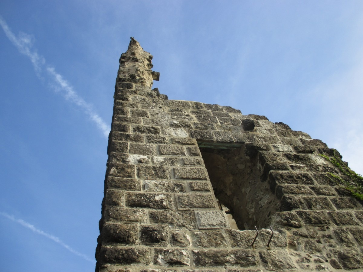 Reste der Burg Drachenfels