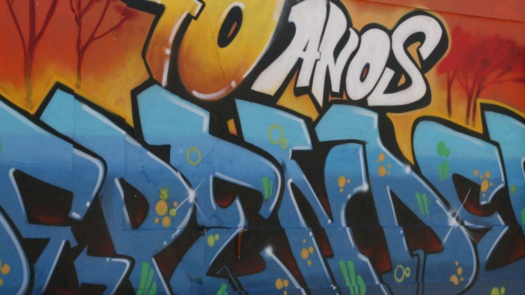 typisches Schriftzug-Graffiti in Lissabon