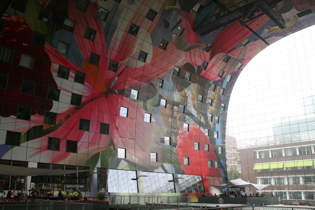 Deckengemälde in der Rotterdamer Markthal