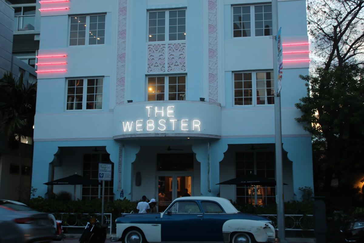 Oldtimer vor dem Hotel The Webster