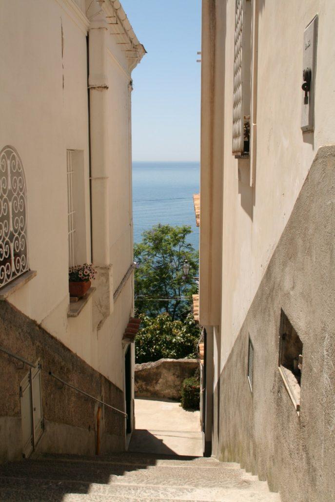 Blick auf das Mittelmeer in Positano an der Amalfiküste