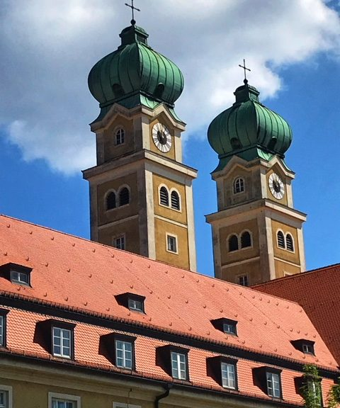 Glockentürme des St. Josef Haus in München-Sendling