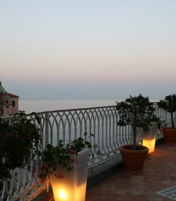 Blick auf Atrani an der Amalfiküste von der Hotelterrasse