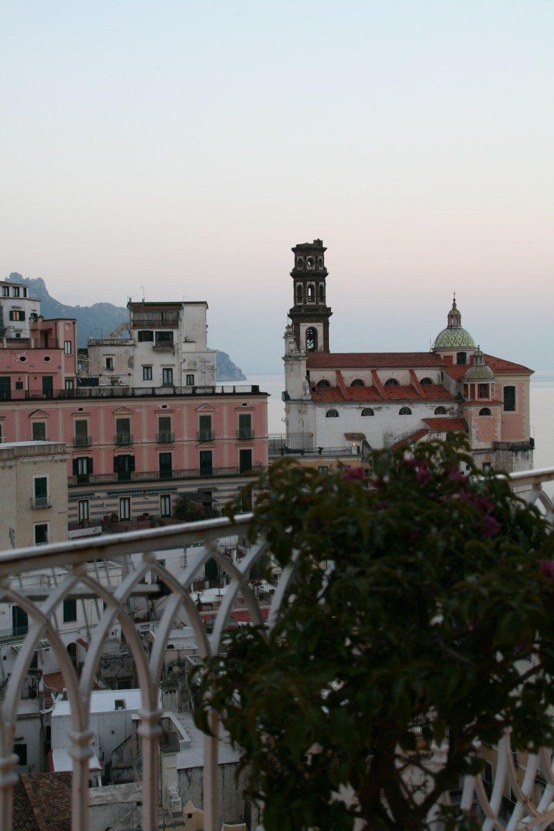 Blick von der Hotelterrasse auf Atrani