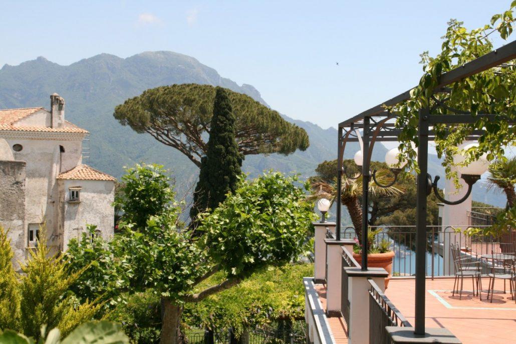 auf dem Weg zur Villa Cimbrone in Ravello an der Amalfiküste