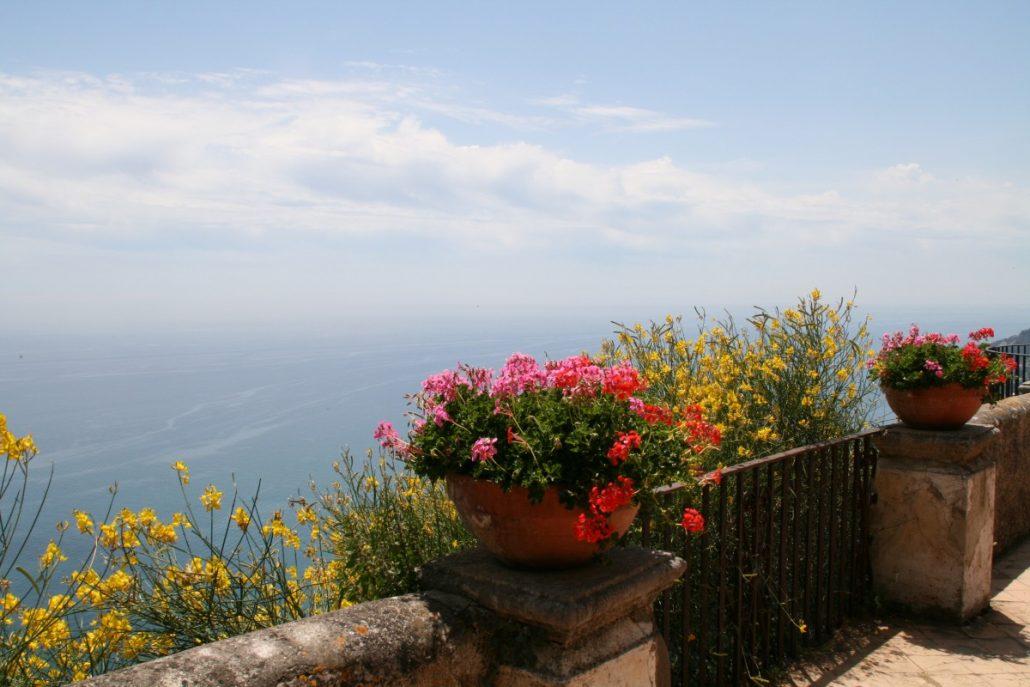 phantastische Aussicht von der Terrasse der Unendlichkeit in Ravello an der Amalfiküste