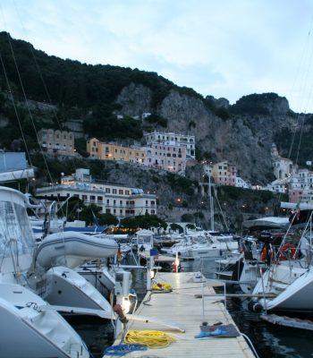 Schwimmsteg in der Marina von Amalfi