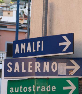 Hinweisschild Richtung Amalfi