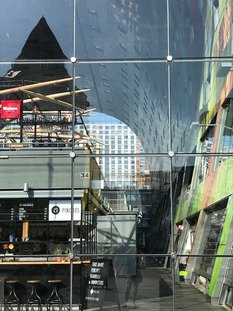 Blick in die Markthal in Rotterdam
