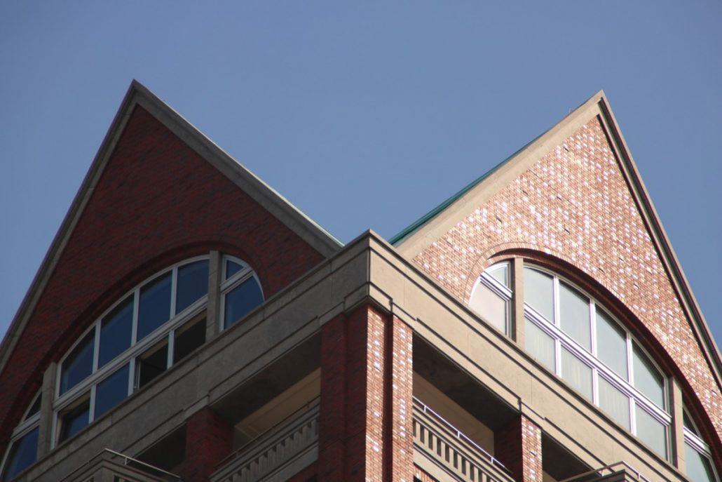 Detail einer Häuserfassade gegenüber der Markthalle