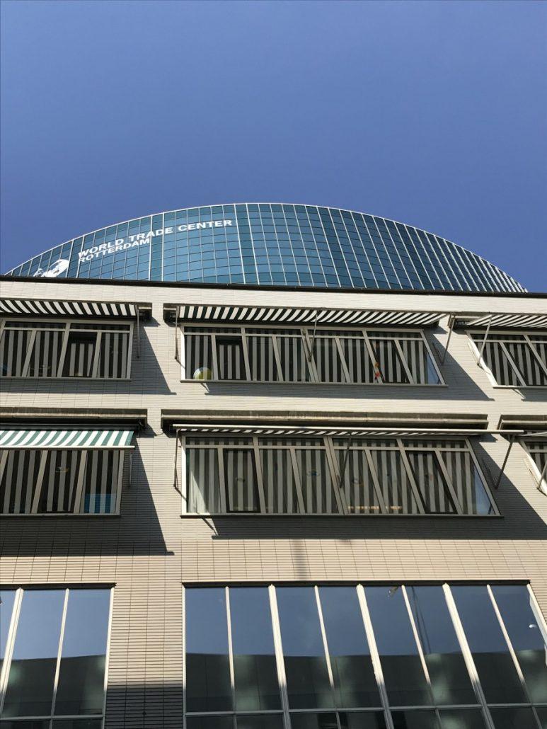 Die Börse in Rotterdam im Hintergrund