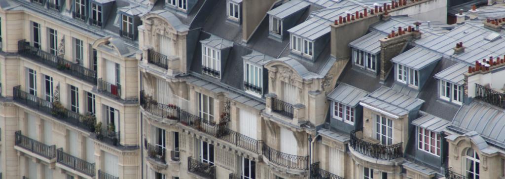 typische Häuserfassade in Paris