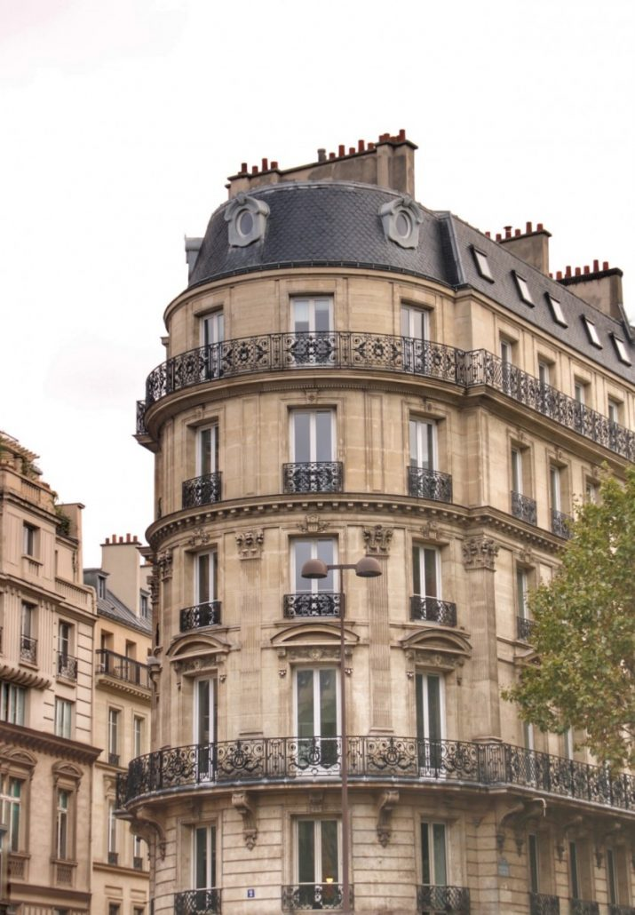 typische Mehrfamilienhäuser in Paris