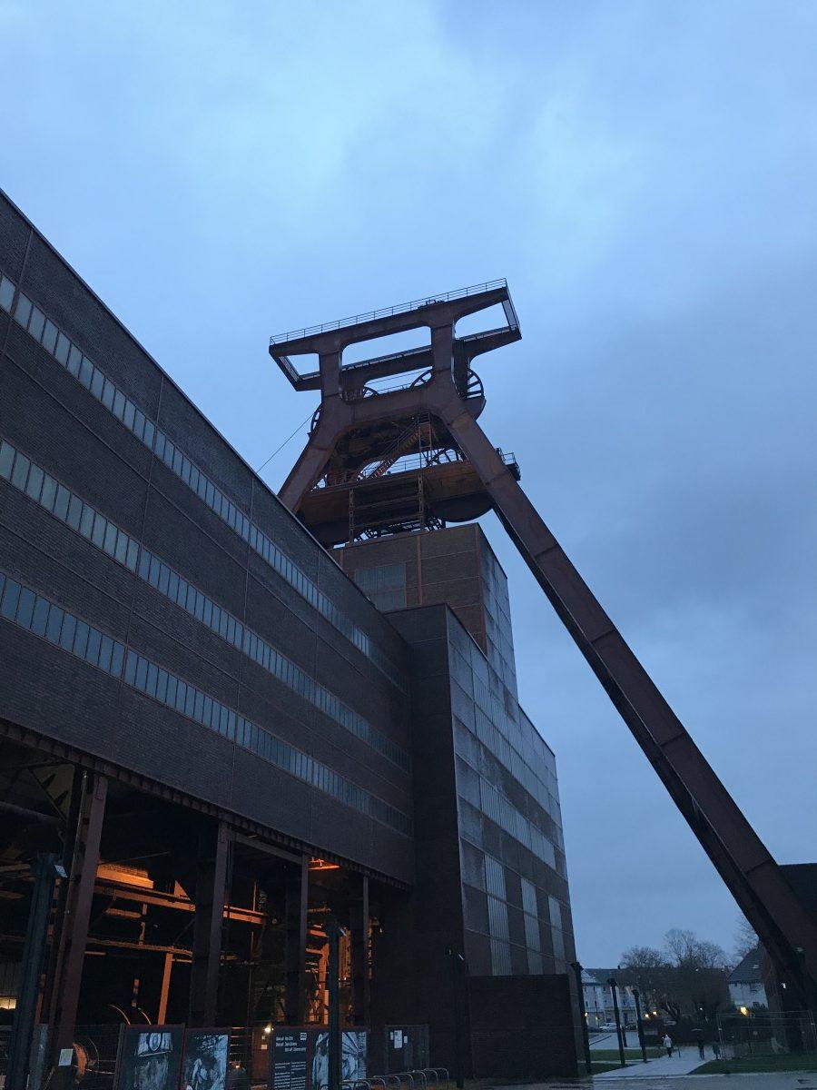 Förderturm Schacht 12, leider nur von hinten, Zeche Zollverein