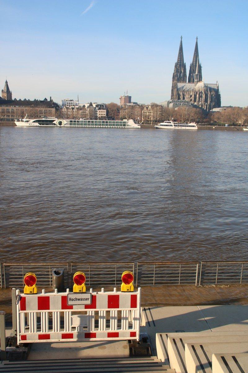 Es ist schon wieder zuviel Wasser im Rhein, Köln