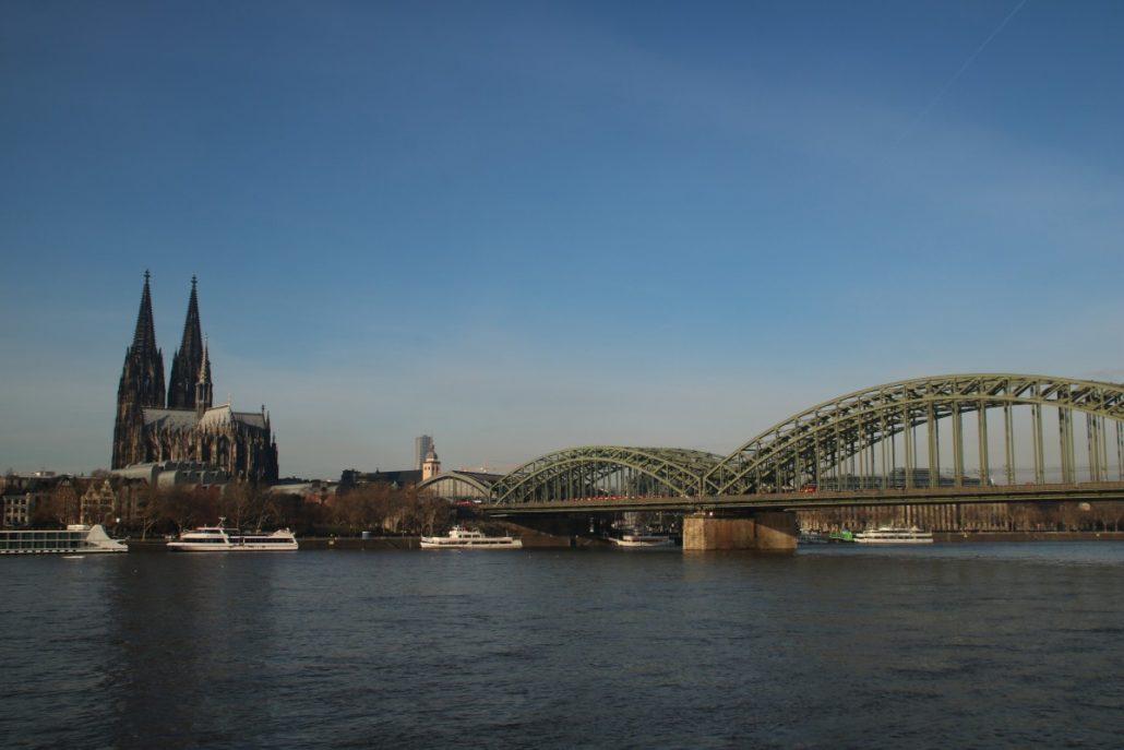 Rheinpanorama mit Kölner Dom und Hohenzollernbrücke