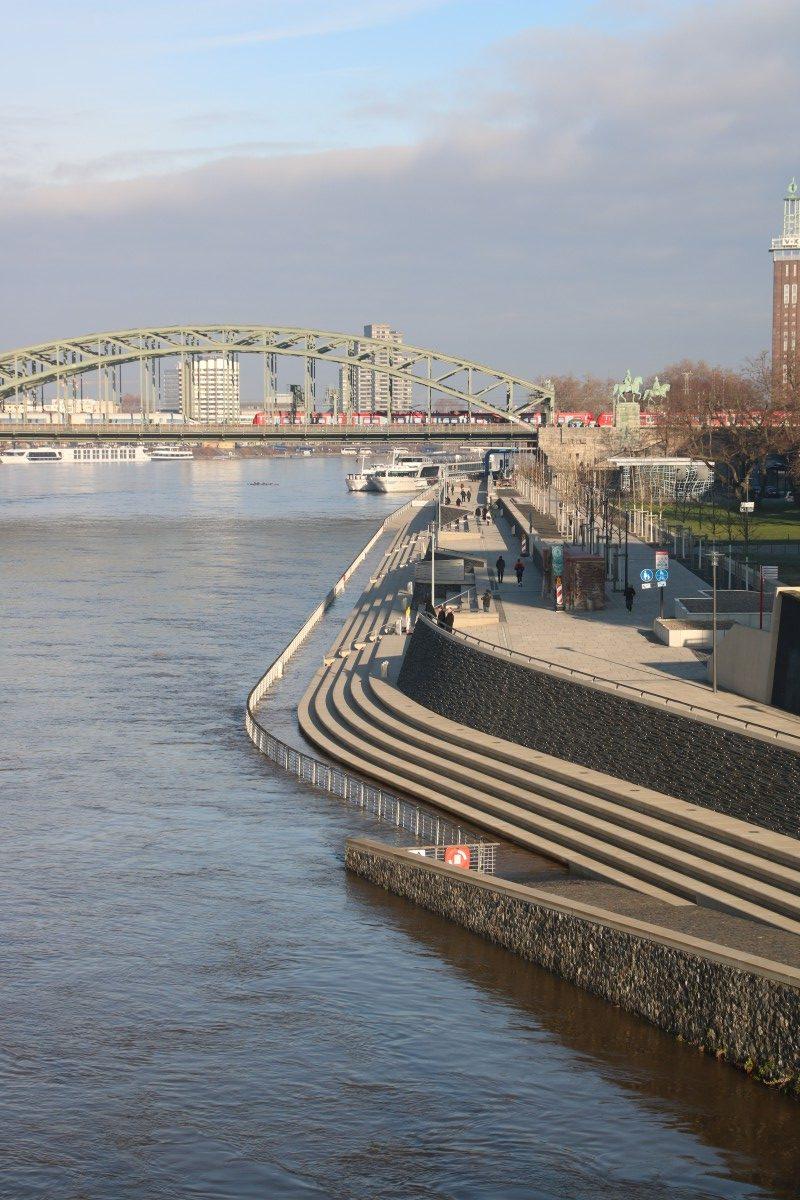Beginnendes Hochwasser in Köln-Deutz