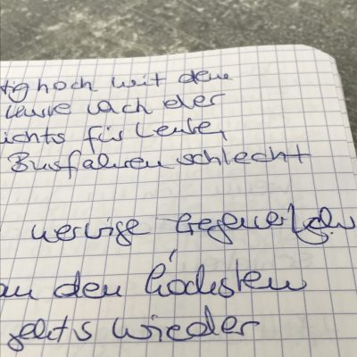 der Versuch, im Bus zu schreiben