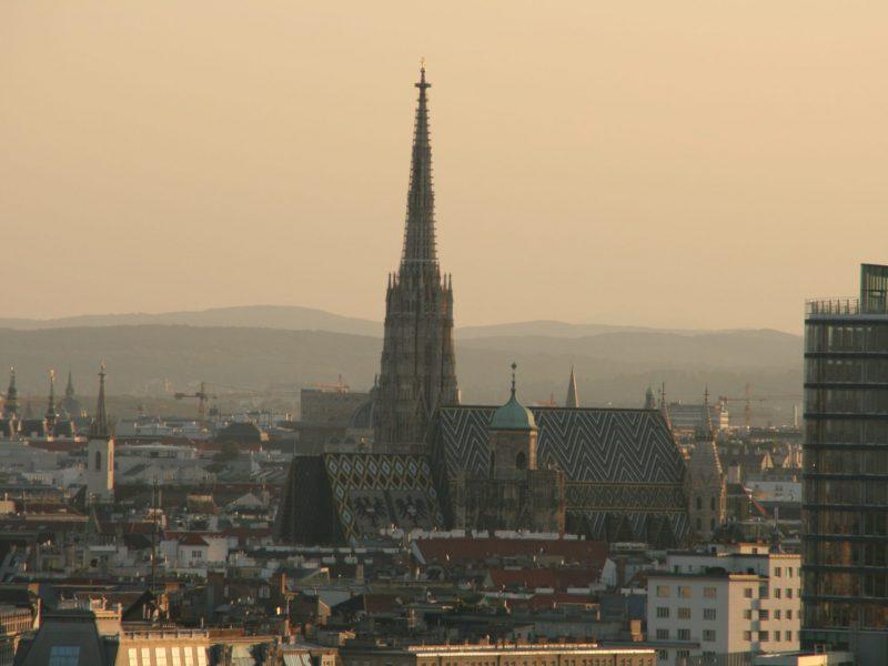 Aussicht vom Riesenrad auf den Stephansdom in Wien