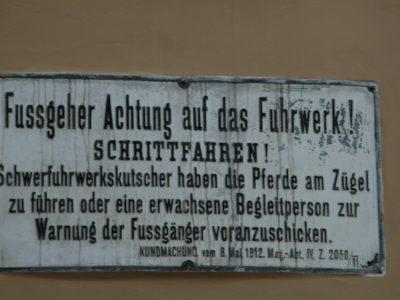 Hinweisschild in Wien