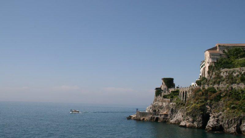 Auf dem Weg von Atrani nach Amalfi an der Amalfiküste