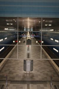 Blick-auf-den-Bahnsteig-Überseequartier