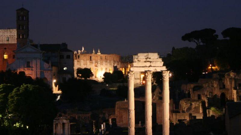 Kollosseum in Rom bei Nacht