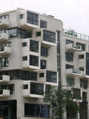 moderne-Architektur-HafenCity-gegenüber-Speicherstadt