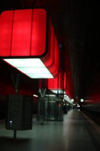 rotes Licht an der Station HafenCity-Universität