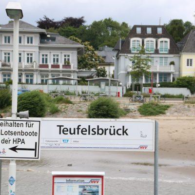 Fähranleger Teufelsbrück an der Elbe
