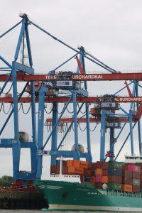 Be- und Entladung im Hamburger Hafen