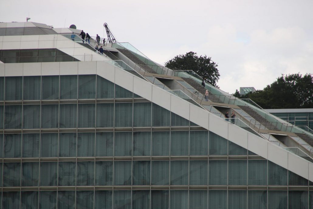 Treppen des Dockland Hamburg von der Seite
