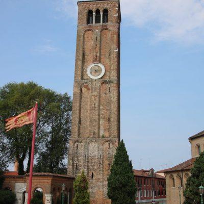 Glockenturm der Basilika Santa Maria e San Donato