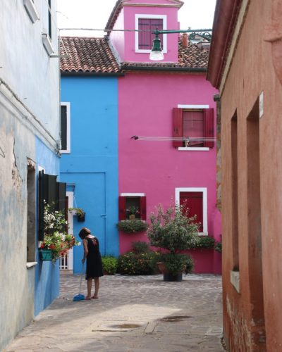blaue und pinke Fassade in Burano
