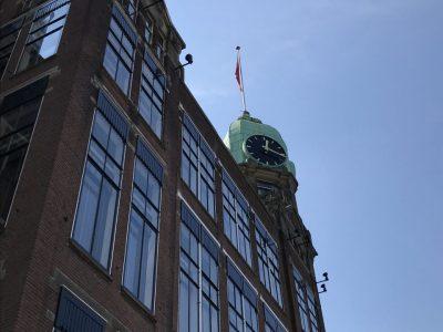 Seitenansicht des Hotels New York in Rotterdam