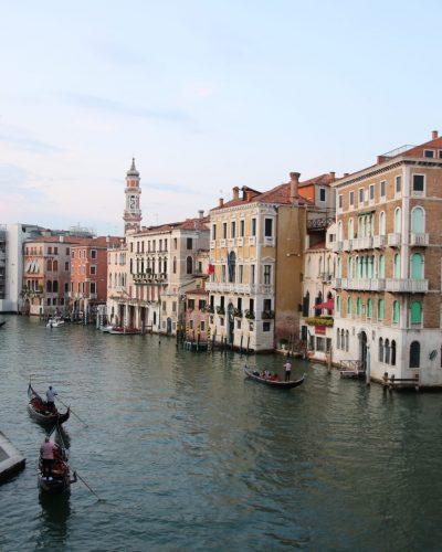 Bllick von der Rialto-Brücke in Venedig