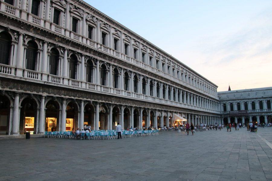 Piazza San Marco in der Dämmerung