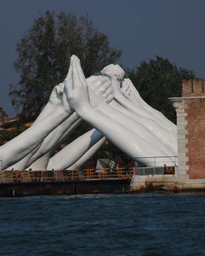Skulptur im Arsenale von Venedig