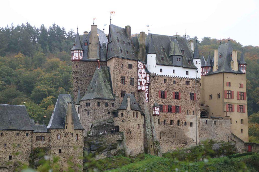 Panorama-Ansicht der Burg Eltz