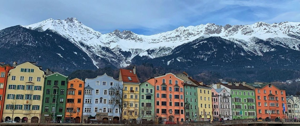 Blick über den Inn auf die Berge