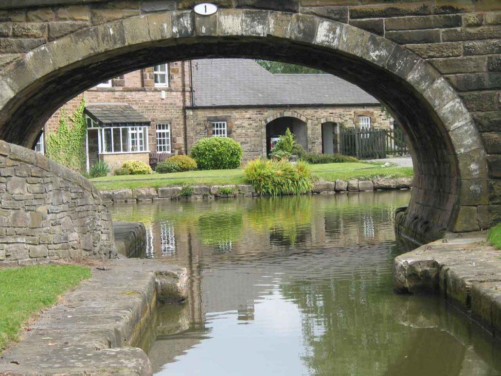 Cottage hinter Brücke Nr. 1 in England