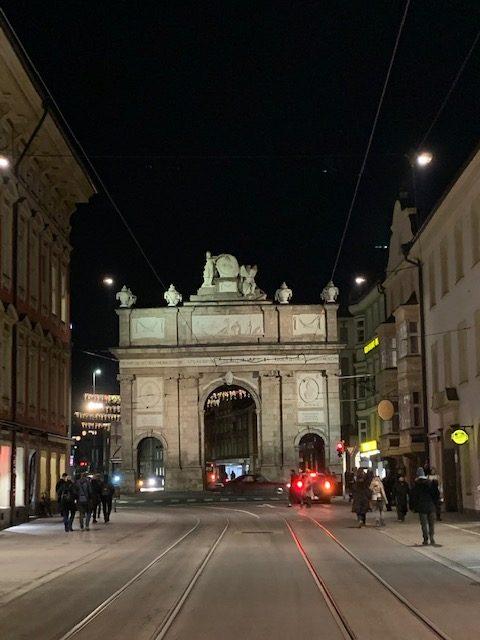 Triumphpforte in Innsbruck bei Nacht
