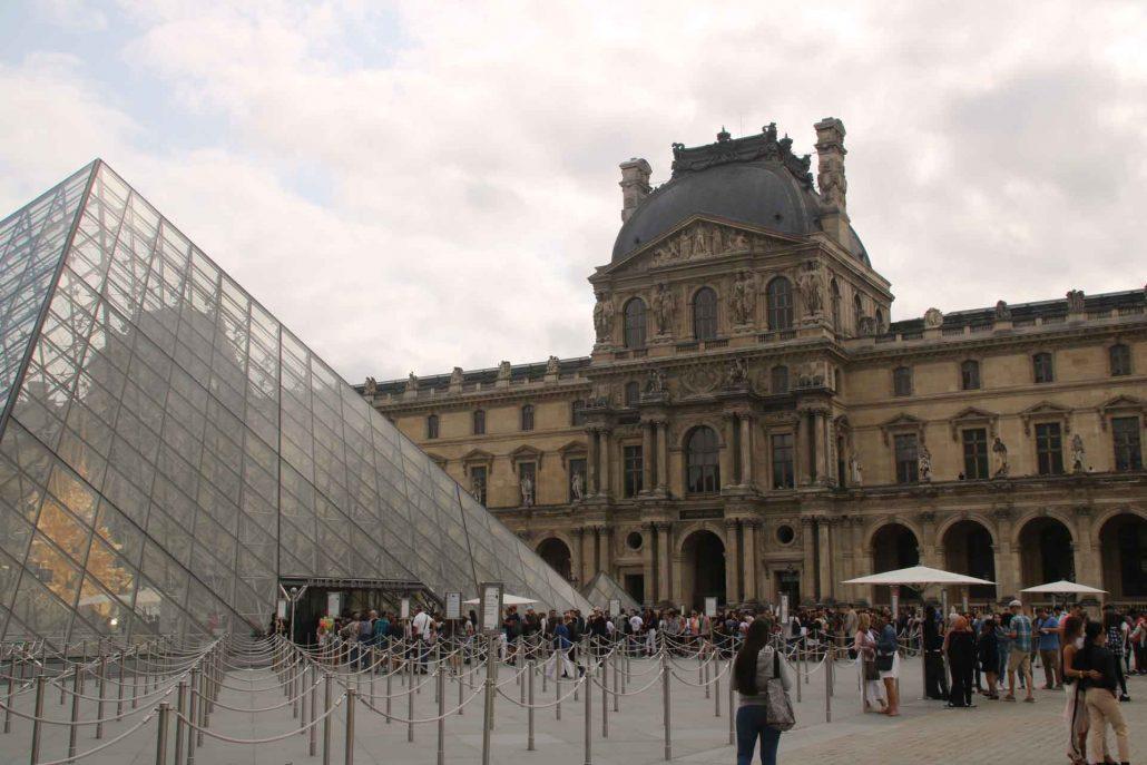 Paris Glaspyramide vom Louvre