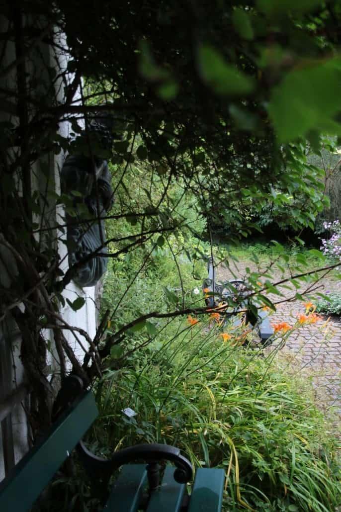 romantisches Plätzchen im Rosengarten in München