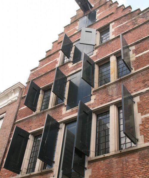 offene Fensterläden in Middelburg, Zeeland